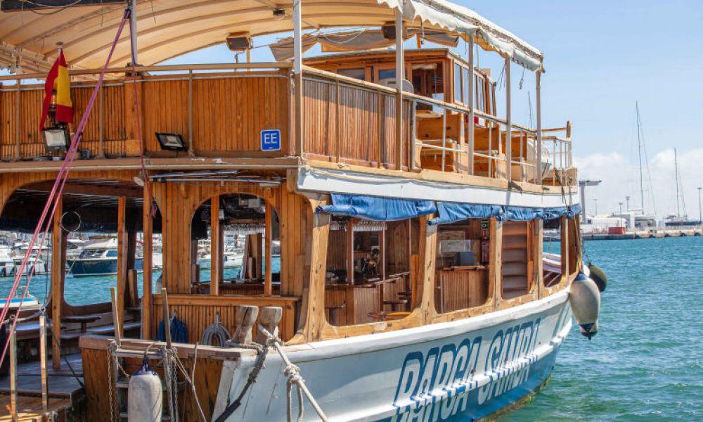 Salida en barco desde Puerto de Palma Mallorca