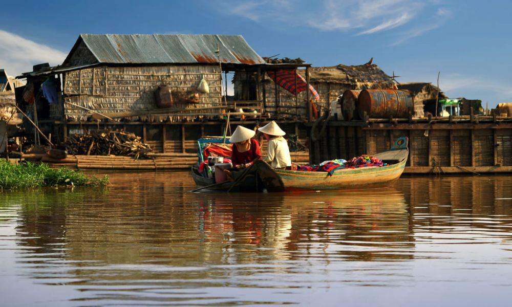 Pêcher sur le lac Tonle Sap