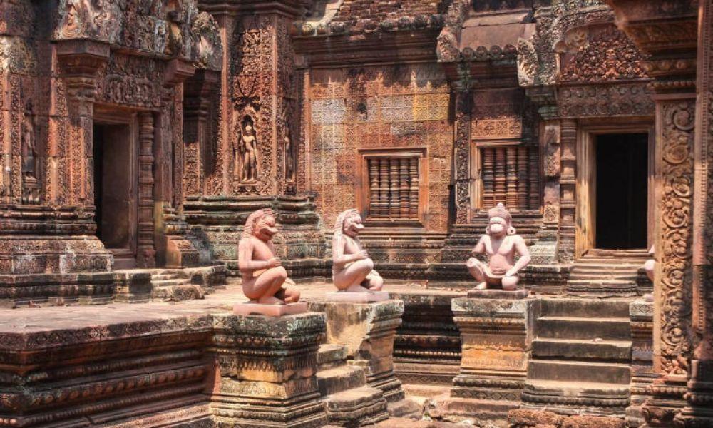 L'intérieur du temple de Banteay Srei
