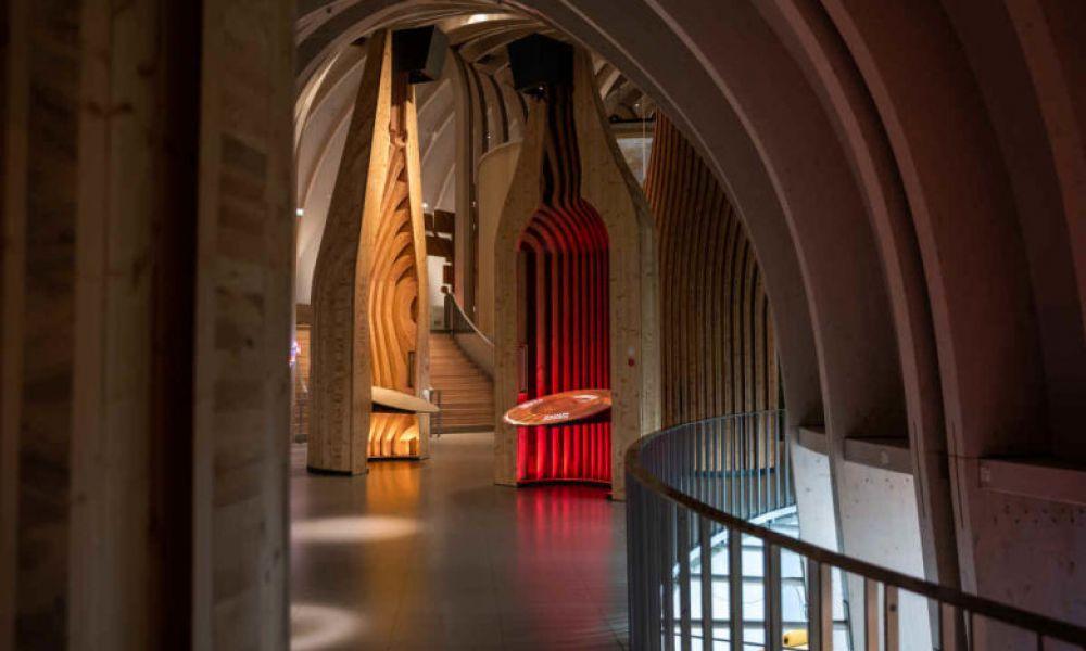 L'intérieur de la Cité du Vin, la Cité du Vin de Bordeaux
