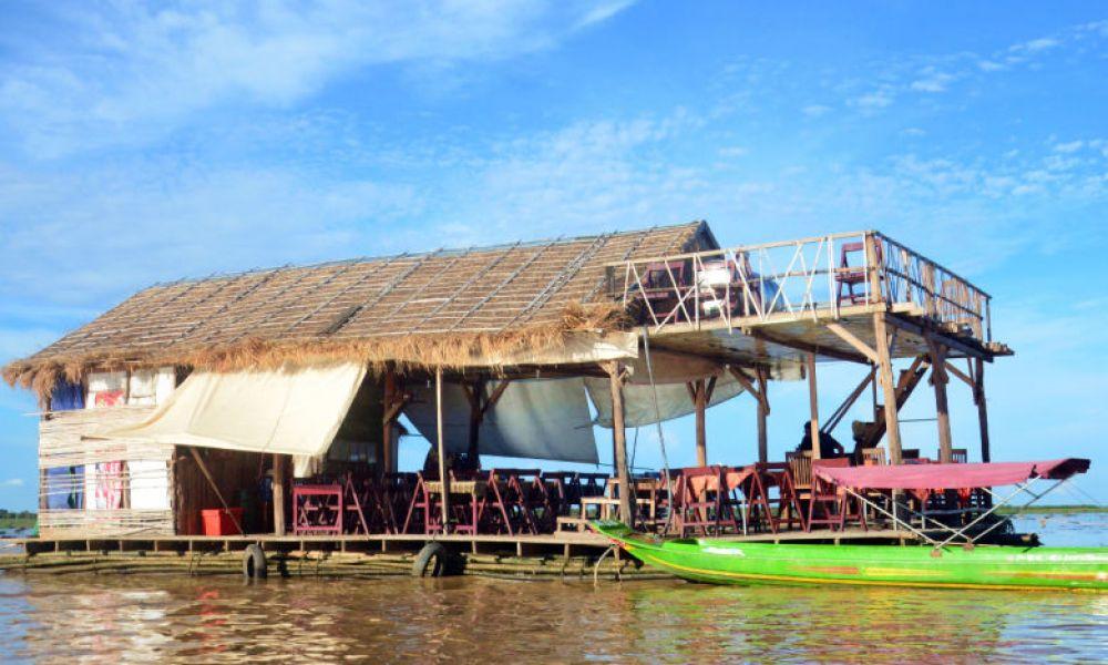 Une maison flottante à Chong Kneas