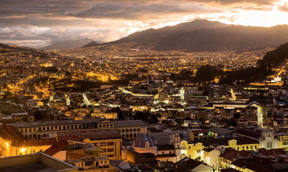 Vue de nuit de Quito