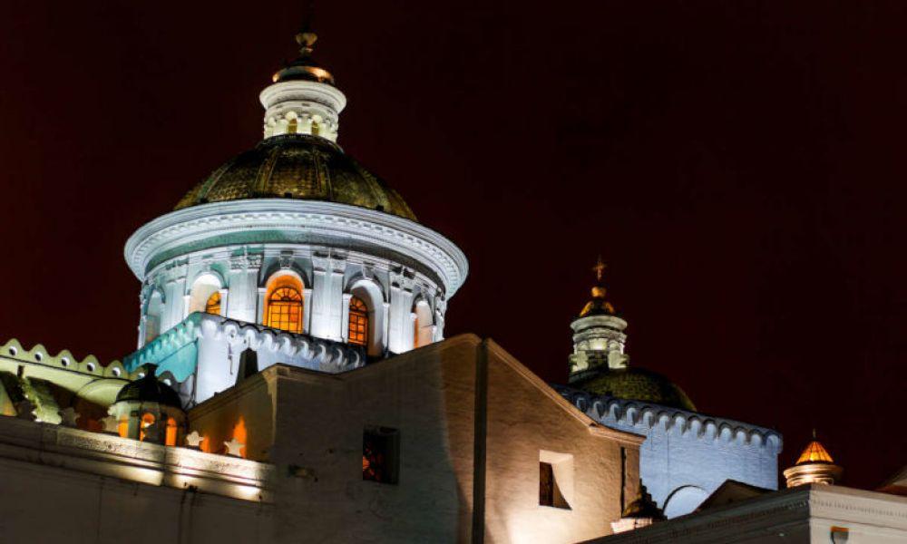 Dôme de l'église de la Compagnie illuminé