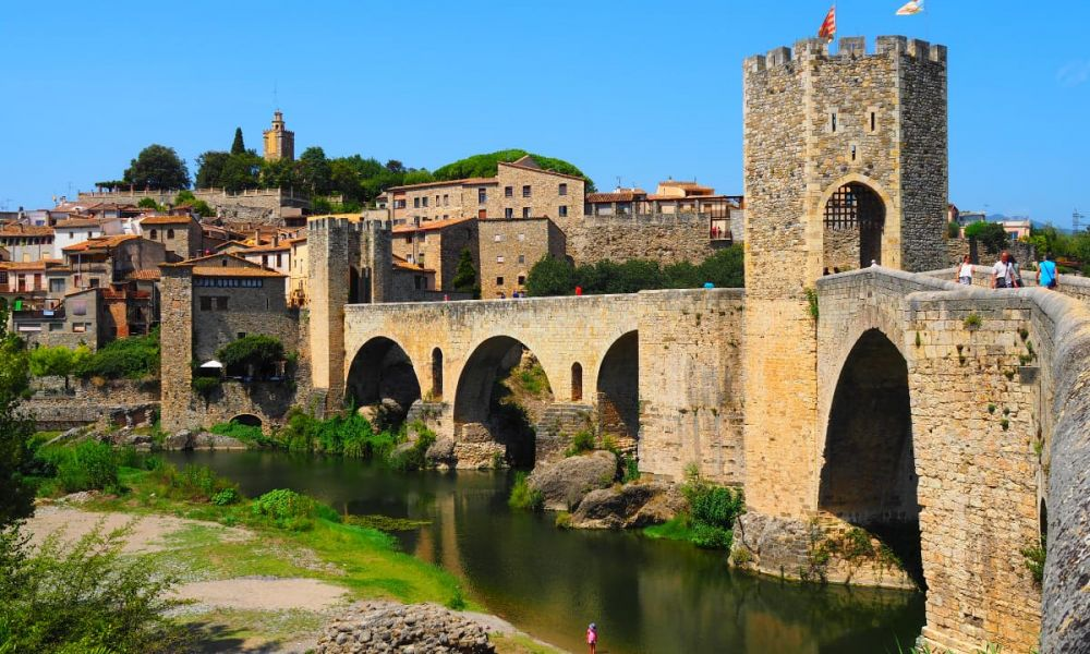 Le pont de Besalú, dans la province de Gérone