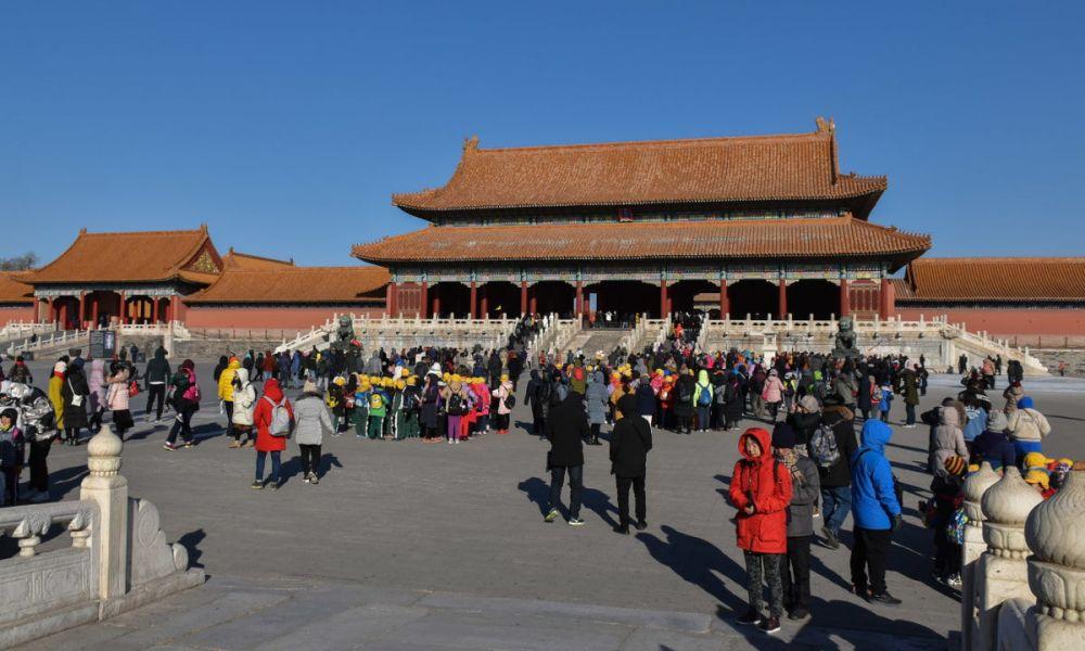 Un groupe de touristes dans la Cité interdite