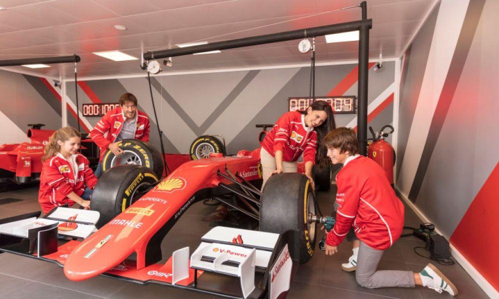 Une des voitures de Ferrari Land