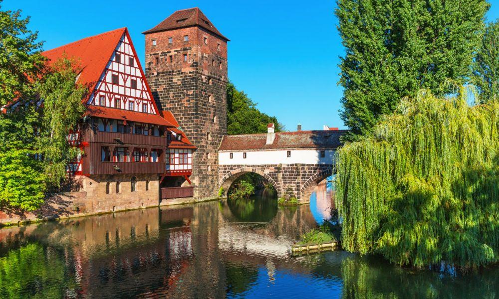 Les batiments de Nuremberg, juste à côté de la Pegnitz