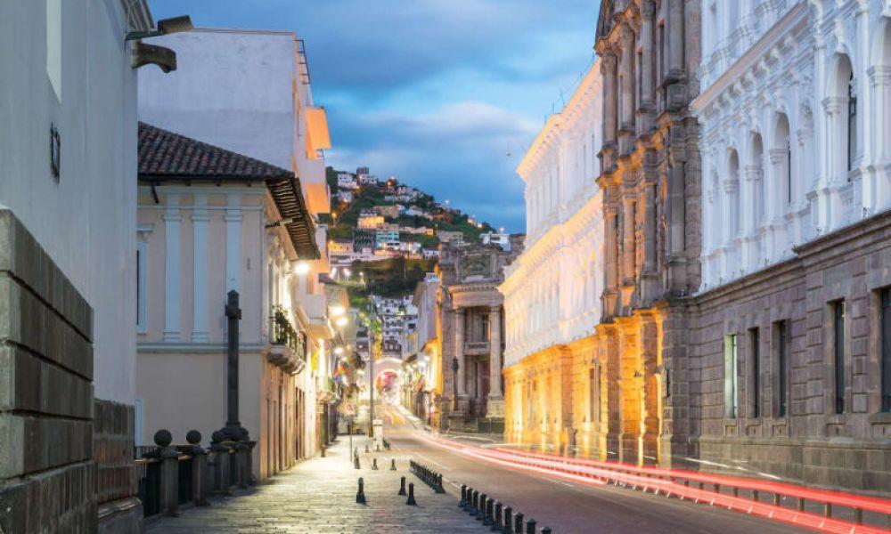 Quito à la tombée de la nuit