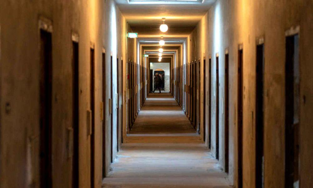 Les couloirs du camp de concentration de Dachau