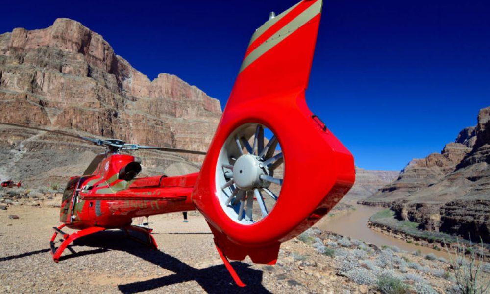 Hélicoptère dans le Grand Canyon