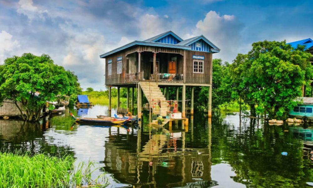Une maison flottante de Tonle Sap