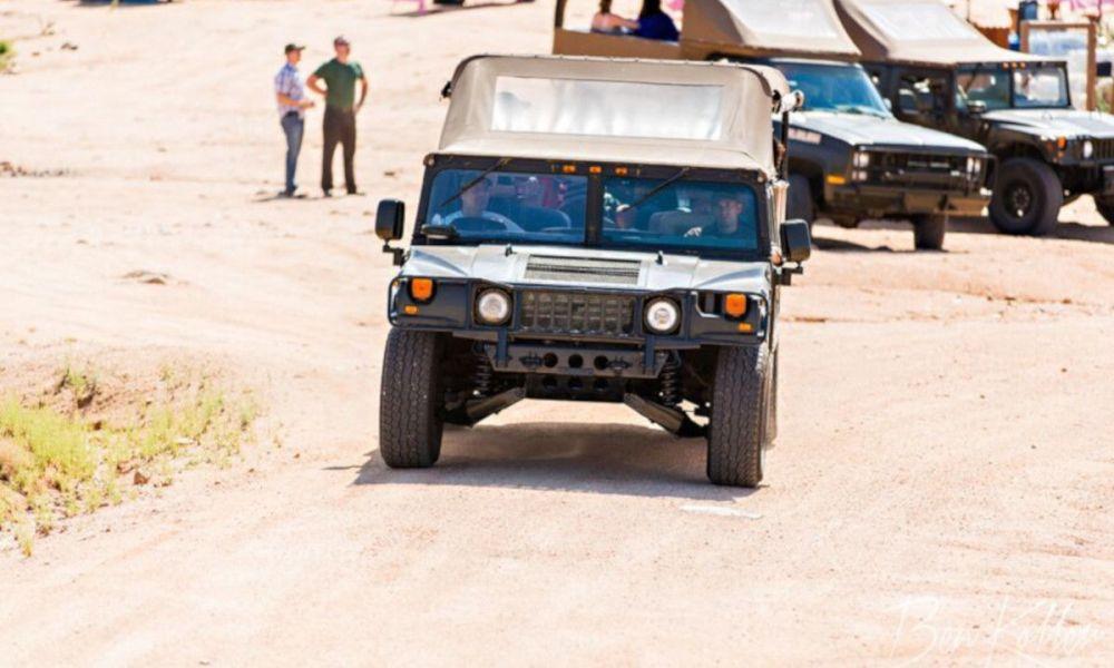 Parcourir le désert en tout-terrain