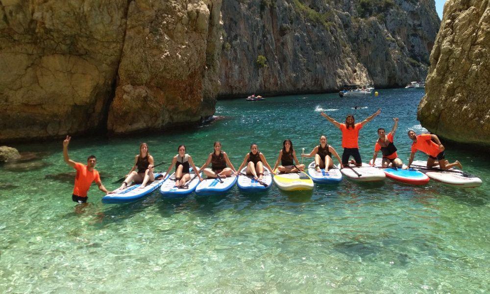 Groupe pratiquant le paddle