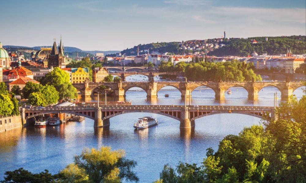 Le pont Charles traversant le Moldave