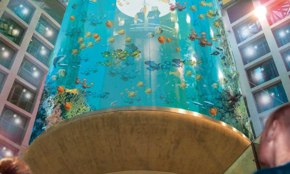 Immense aquarium du SEA LIFE Berlin