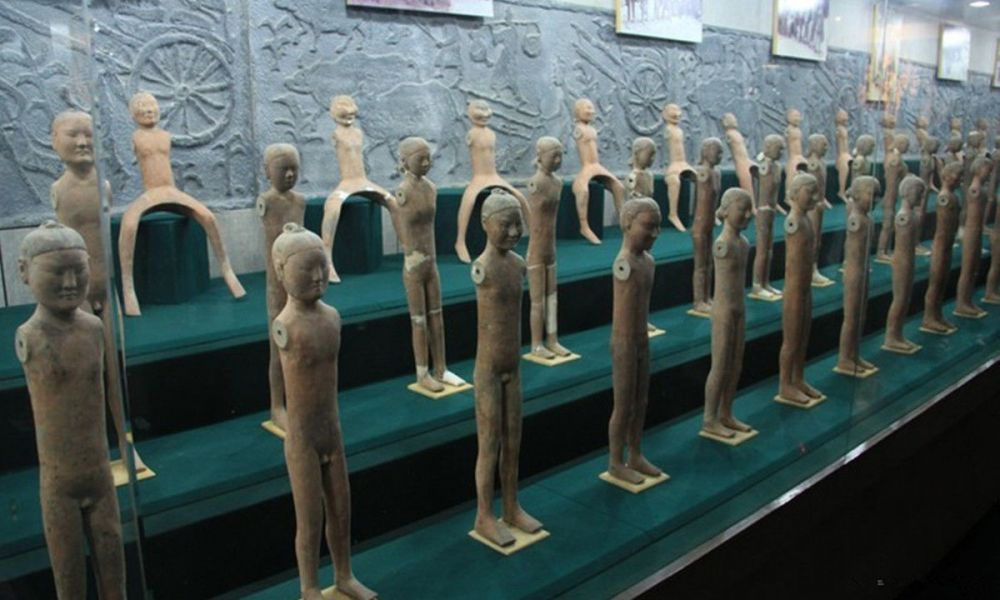 Figurines en terre cuite du mausolée
