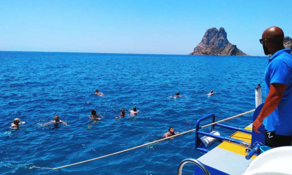 Baignade dans l'eau d'Es Vedrá