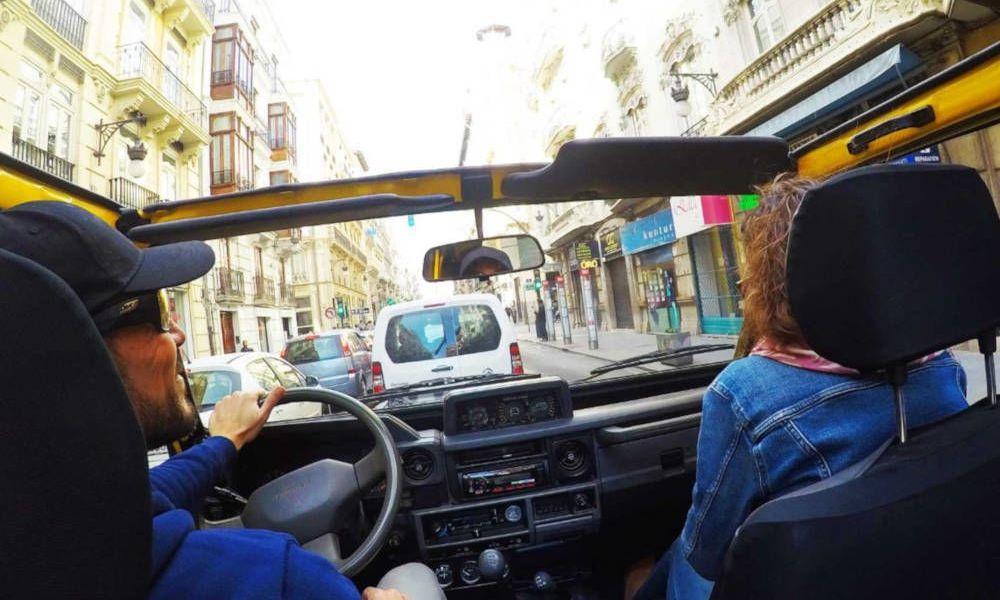 L'intérieur du véhicule tout-terrain dans Valence
