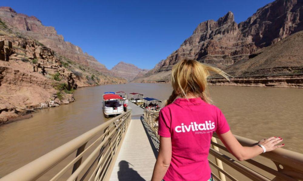 Voyage en bateau sur la rivière de Colorado