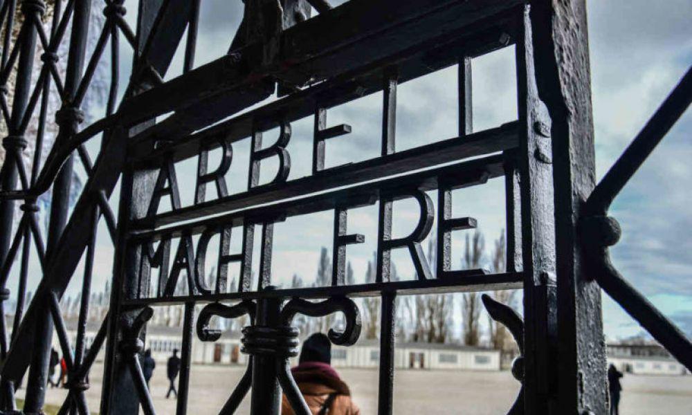 Les grilles métalliques de Dachau