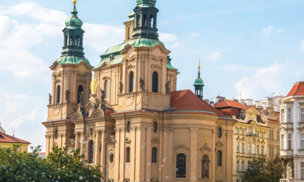 L'église baroque Saint-Nicolas à Prague