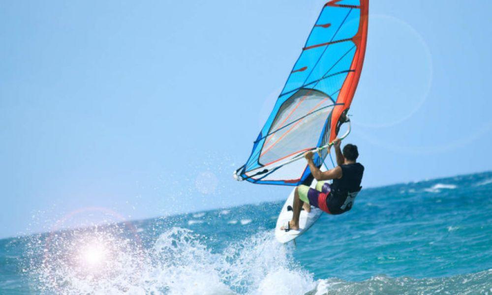 Windsurf en face de la plage de Salou