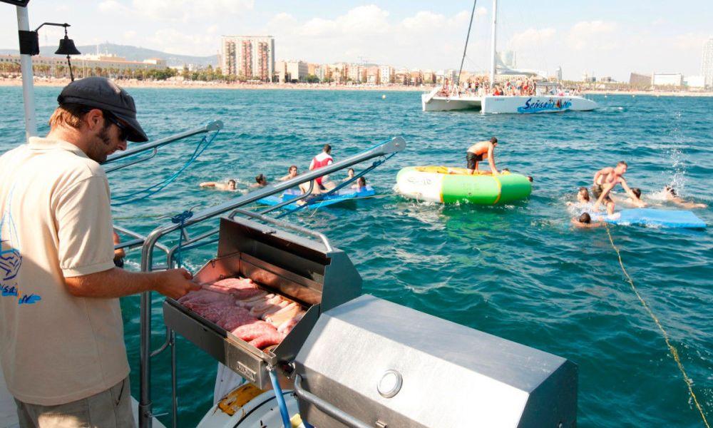 Barbecue sur le catamaran