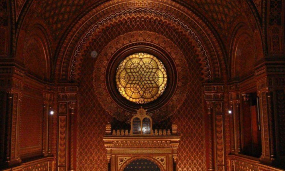 L'intérieure de la synagogue espagnole