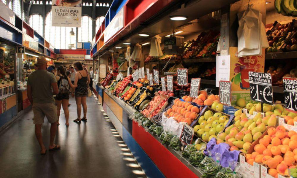 L'intérieur du marché central d'Atarazanas