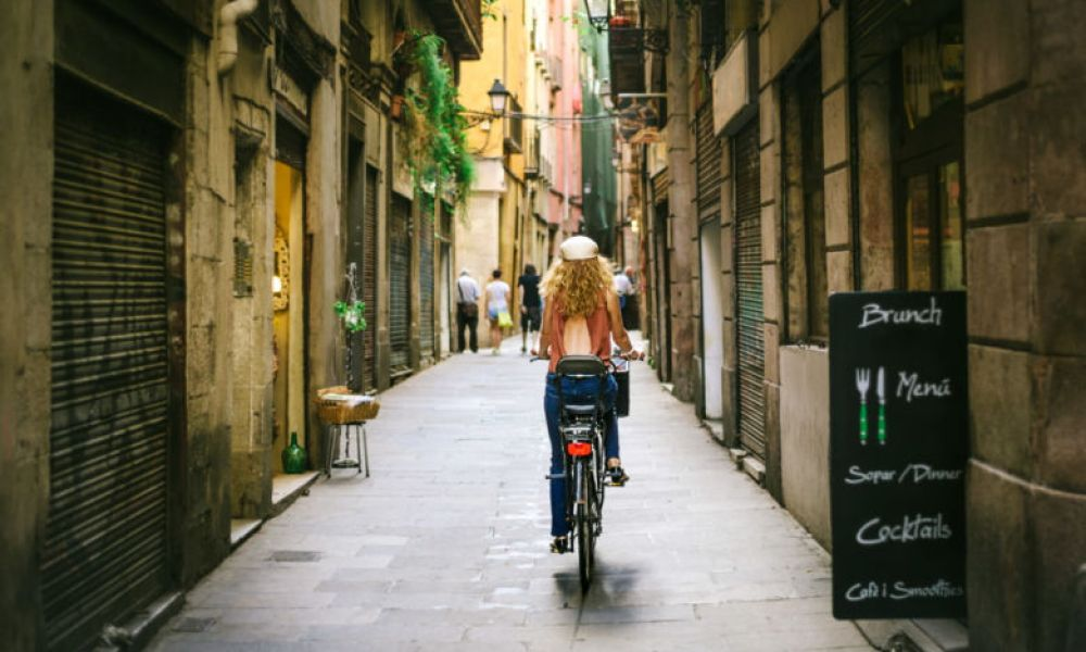 En pédalant dans les rues de Barcelone