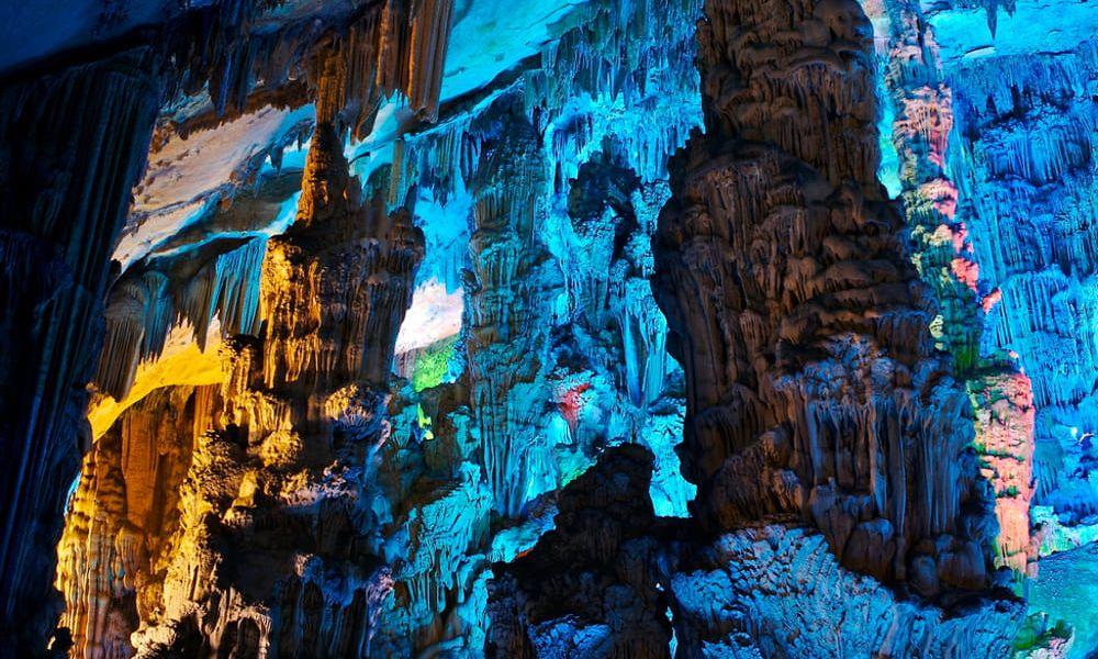 Dans la grotte de la Flûte de Roseau