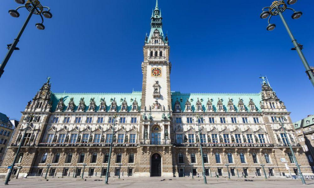 La Maire d'Hambourg, sur la place de Rathausmarkt