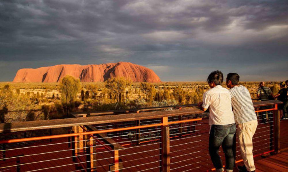 Lever du soleil au mont Uluru