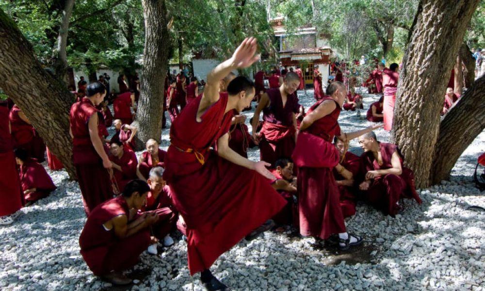 Débat entre moines bouddhistes
