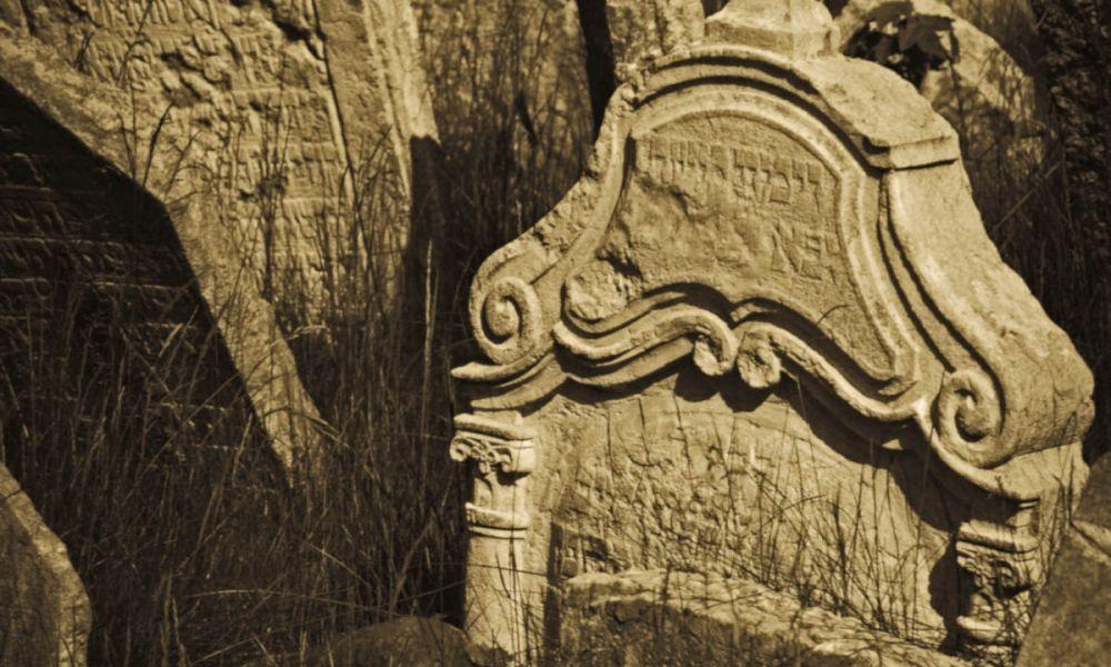 Les tombes du cimetière juif