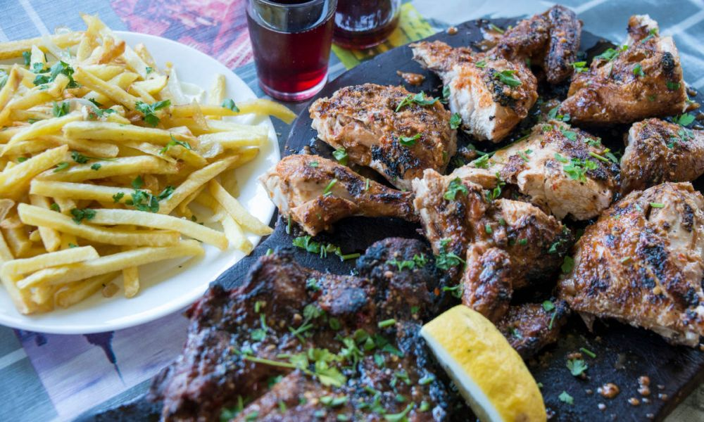 Viande rôtie dans un Guachinche de Tenerife
