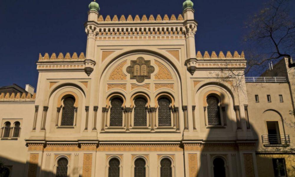 La façade de la synagogue espagnole